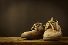 静物画老皮鞋 免版税库存照片