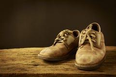 静物画老皮鞋 库存照片
