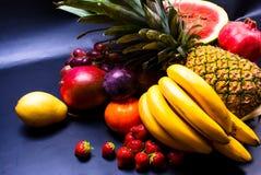 静物画-被分类的果子 免版税库存照片