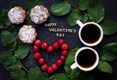 静物画题字愉快的华伦泰,樱桃,松饼,咖啡 免版税库存照片