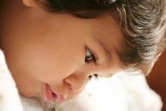 静静地使用的男婴 免版税库存照片