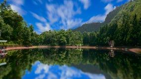 静音的湖 免版税库存照片