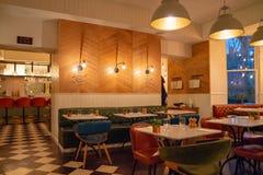 靛蓝旅馆,伦敦,英国 2017年12月20日 美丽的restauran 免版税库存照片
