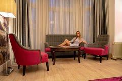 靛蓝旅馆 2017年12月10日 伦敦英国 有的女孩其它 免版税库存图片