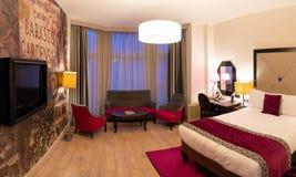靛蓝旅馆 2017年12月10日 伦敦英国 现代旅馆客房d 图库摄影