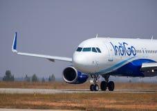 靛蓝航空公司空中客车320股票图象 免版税库存照片