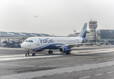 靛蓝航空公司空客320 库存照片