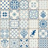 靛蓝色砖地装饰品汇集 从五颜六色的传统被绘的锡给上釉的Cera的华美的无缝的补缀品样式 免版税库存照片