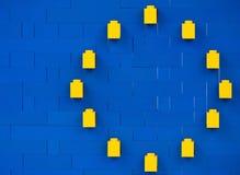 索非亚,保加利亚- 2015年7月16日:塑料乐高阻拦在显示主要欧盟标志的解释的结构的片断 免版税库存图片