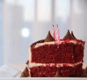 非常与蜡烛的鲜美和美丽的蛋糕 生日 库存照片