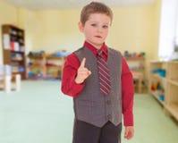 非常严肃的小男孩 免版税库存照片