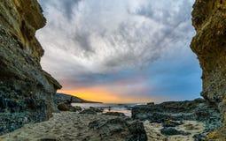 非常在拉古纳海滩的五颜六色的sunriset 库存图片