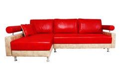 非常在白色查出的精密红色沙发 免版税库存图片