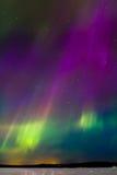 在湖5的极光 免版税库存图片