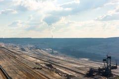 非常大反铲装载机概要在工作在褐煤(browncoal)矿 免版税库存照片