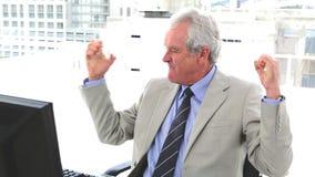 非常愉快的上司被举的胳膊 股票录像