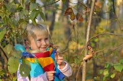 非常愉快的小女孩户外 库存照片