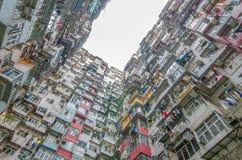 非常拥挤,但是五颜六色的大厦小组,香港 图库摄影
