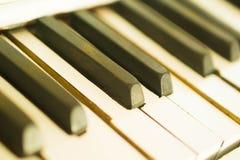 非常接近的深度域关键董事会钢琴短小 库存照片