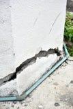 非常有一个裂缝的老墙壁对此 库存照片