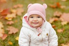 非常有大棕色眼睛和桃红色的迷人的美丽的小女孩 免版税库存照片