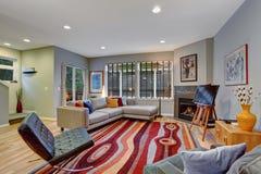 非常有许多的现代艺术性的客厅颜色 免版税图库摄影