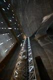 非常深深现代盐矿在特兰西瓦尼亚 免版税库存照片