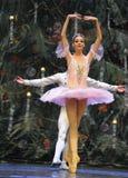非常王子和克拉拉愉快在圣诞节树场面3-The芭蕾胡桃钳 库存图片