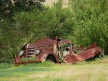 非常生锈的汽车。 免版税图库摄影