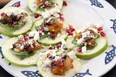 非常着急的开胃菜苹果石榴和戈贡佐拉 库存图片