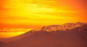 非常美好的明亮的橙色日出 图库摄影