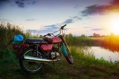 非常老摩托车旅客 免版税库存照片