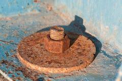 非常老生锈的螺丝,螺栓 免版税库存照片