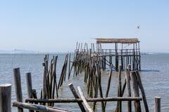 非常老被毁坏的码头在渔夫村庄 库存照片