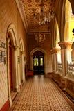 非常走廊好的看法有美丽的地板的在班格洛宫殿  免版税库存图片