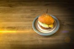 非常鲜美汉堡用一个水多的丸子 库存照片