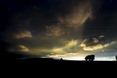 非常黑暗,天际和日落 免版税图库摄影
