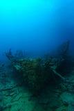 非常从1800 `的老船击毁s在礁石verticle里面 免版税库存图片