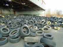 非法轮胎废物 图库摄影
