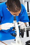 非洲女性化验员 免版税库存照片
