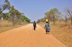 非洲尘土人路妇女 库存照片