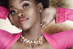 非洲桃红色妇女 免版税库存照片