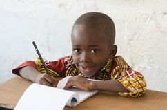 非洲种族孩子有与拷贝空间的白色背景 免版税库存照片