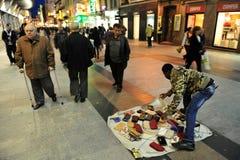 非洲街头小贩在马德里西班牙 免版税库存图片