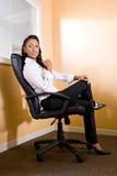 非洲裔美国人的女性办公室工作者年&# 库存图片