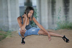 非洲裔美国人的截止牛仔裤妇女年轻&# 免版税图库摄影