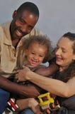 非洲裔美国人的白种人丈夫儿子妻子 库存照片