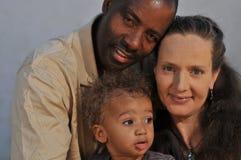 非洲裔美国人的白种人丈夫多妻子 库存图片