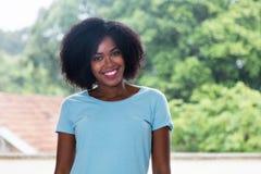 非洲裔美国人的美丽的深度域纵向浅妇女 免版税库存照片