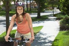 非洲裔美国人的自行车骑马妇女 库存照片